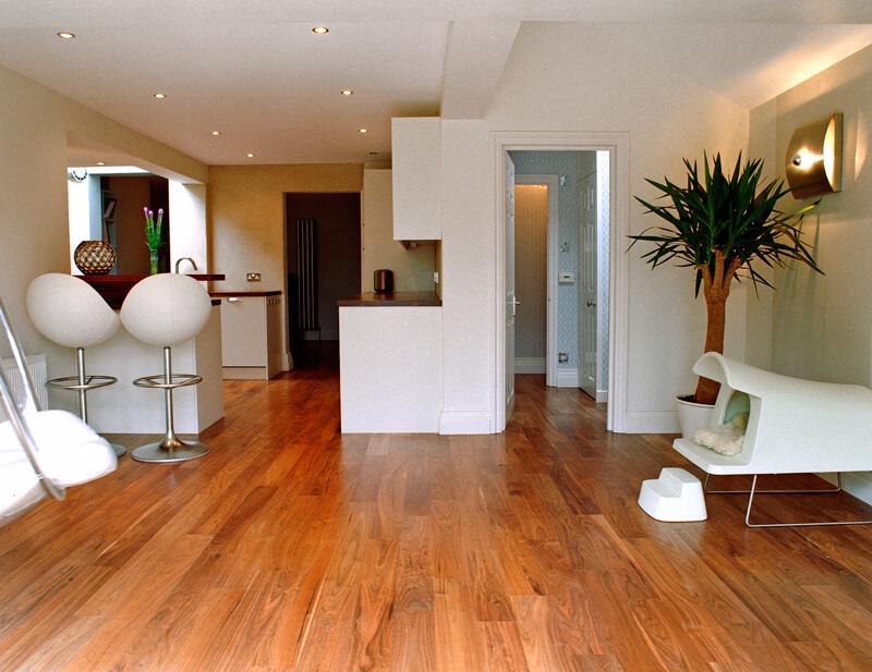 Открытая планировка прихожей в частном доме – фото помещения в скандинавском стиле